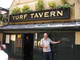 4♠ - Turf Tavern
